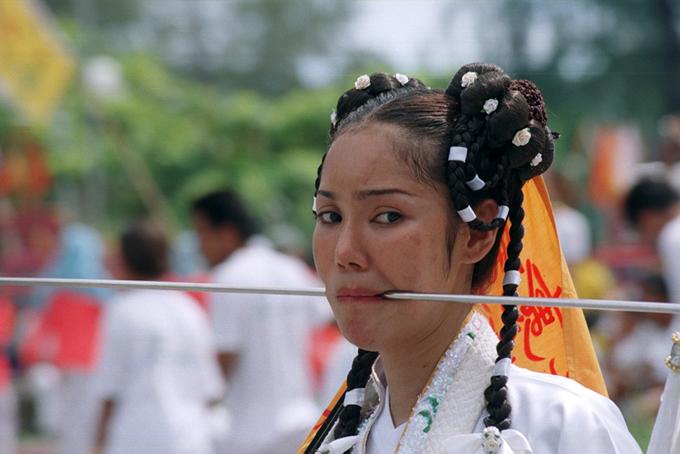 phuket vegetarian festival 普吉岛素食节:饕餮美食,火上行走表演与欢乐庆典