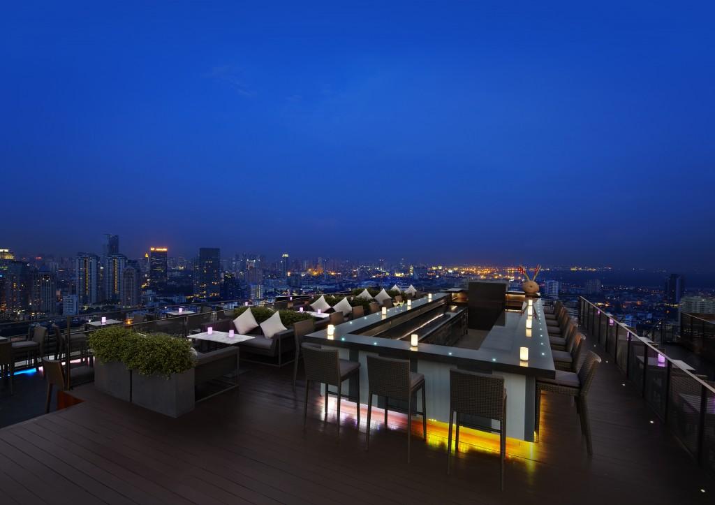 ZOOM Skybar Cityscape Views