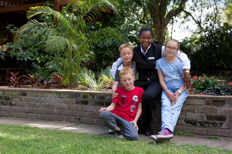 享受与肯尼亚的Sky Safari与团队成员在一起