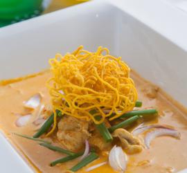 ค้นพบสีสันแห่งรสชาติ: ข้าวซอยไก่ – การผสมผสานอย่างลงตัวระหว่างแกงกะทิและเส้นบะหมี่กลายเป็นก๋วยเตี๋ยวสุดคลาสสิคแห่งภาคเหนือ