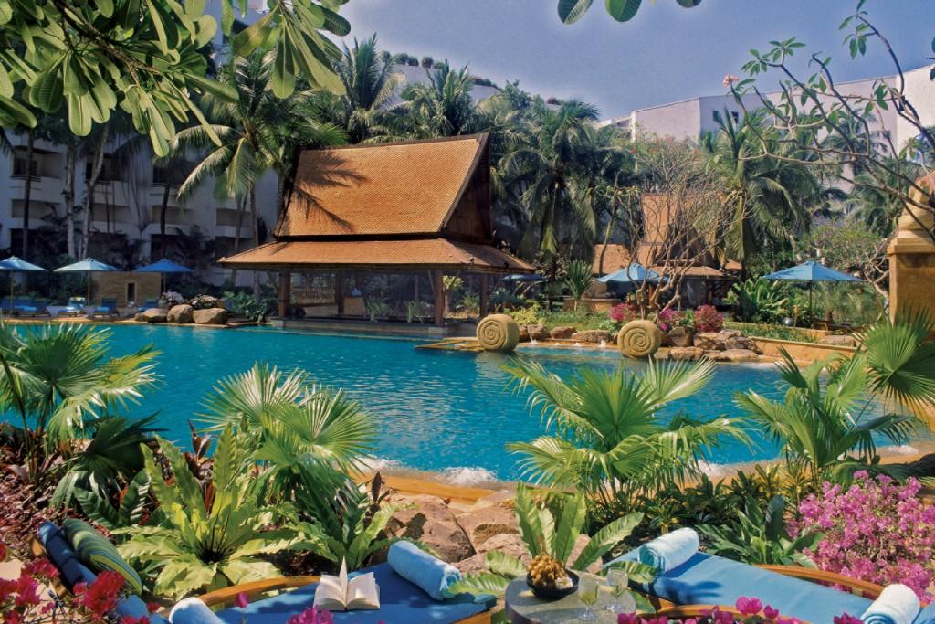 AVANI_Pattaya_Pool_01_Gallery_1920x1280