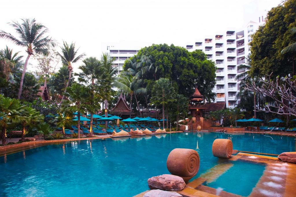 AVANI_Pattaya_Pool_02_Gallery_1920x1280